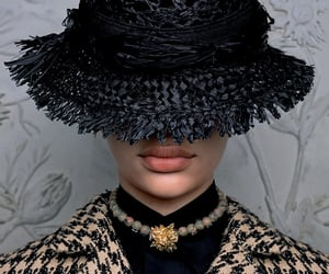 belleza, sombrero, and collar image