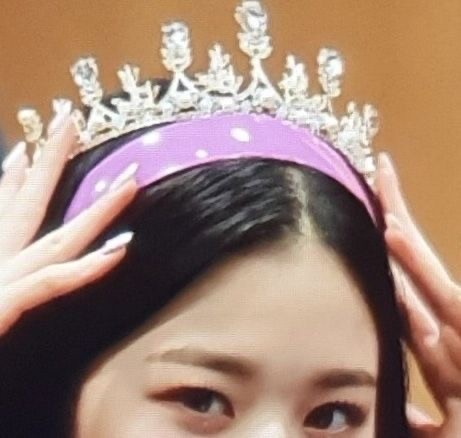 article, fashion, and crown image