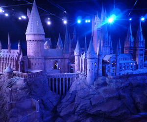 harry potter, hogwarts, and warner brothers studios image