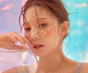 model, chae eun, and comeonvincent image