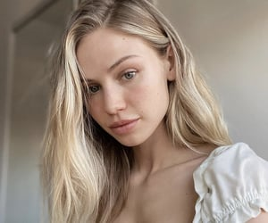 blonde, girl, and scarlett leithold image