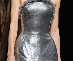 Flâner — lacetulle: Versace| Fall/Winter 2020