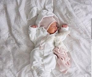 baby and أطفال image