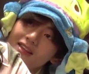 baby bear, kim taehyung, and taetae image