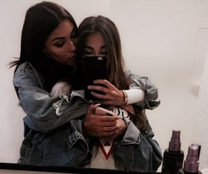 Image de madison beer, friends, and claudia tihan