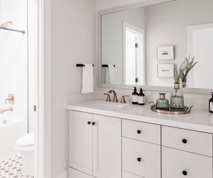 architecture, casa, and bathroom image