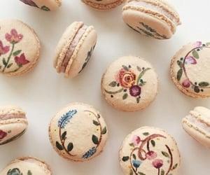 flowers and macaroons image