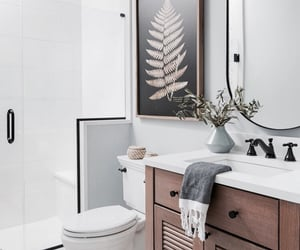 architecture, bathroom, and casa image