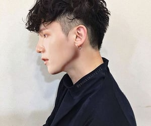 hairstyles for men, haircuts for men, and wavy hair men image