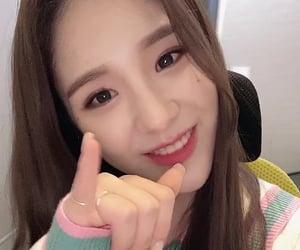 jeon heejin and loona image