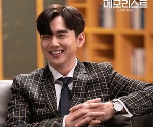 kdrama, yoo seung ho, and memorist image