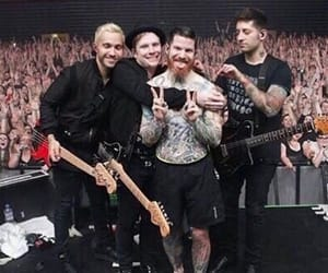 article, joe trohman, and andy hurley image