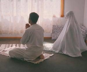 prayer, couple, and hijab image