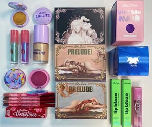 fashion, lipgloss, and lipstick image