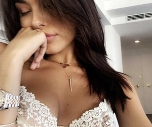 icons and madison beer image