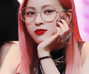 glasses, edits, and itzy image