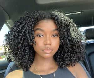 curly hair, pretty, and melanin image
