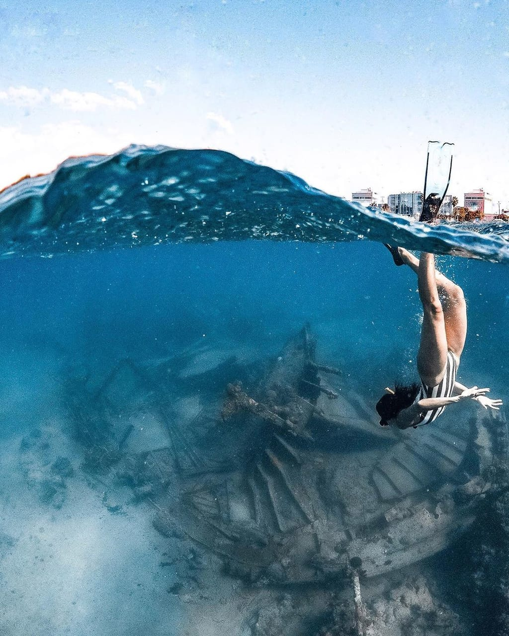 diving and shipwreck image