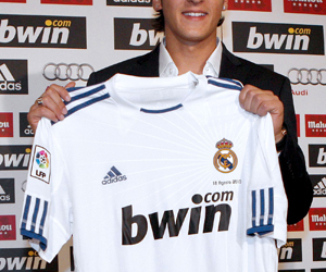 real madrid and mesut Özil image