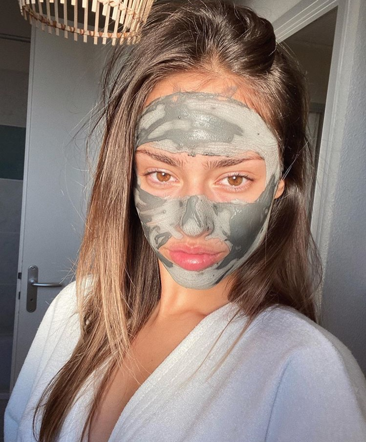 article, face mask, and facial image
