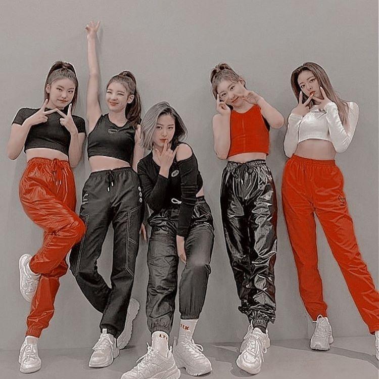 itzy, wannabe, and dance practice image