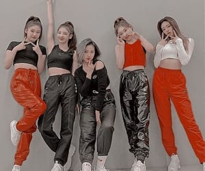 wannabe, dance practice, and itzy image