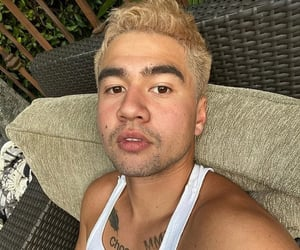 blonde, 5sos, and shook image