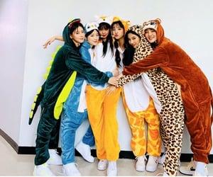 k-pop, 사랑해, and luv u image