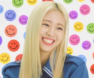 girls, kpop, and smiley faces image