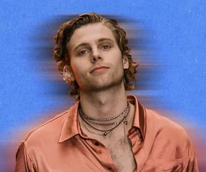 luke hemmings, five seconds of summer, and 5 seconds of summer image
