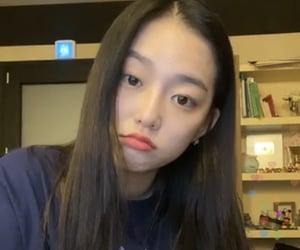 lq, yeeun, and clc image