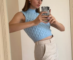 baby blue top, outfit inspiration inspo, and short brown hair image