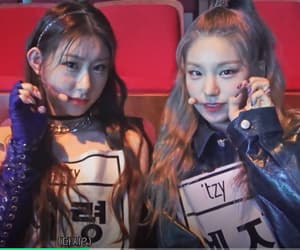 behind, wannabe, and itzy image