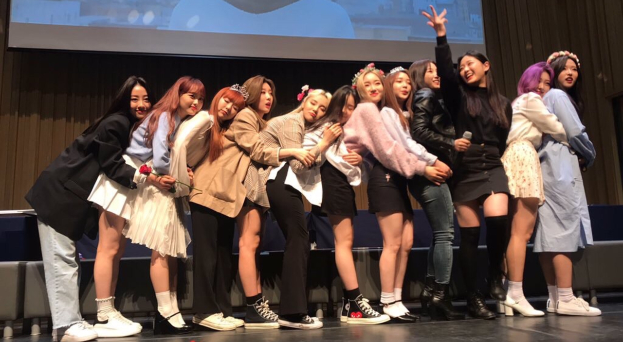 article, viví, and loona image