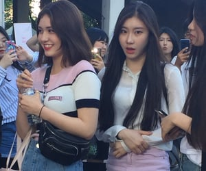 lq, itzy, and fantaken image