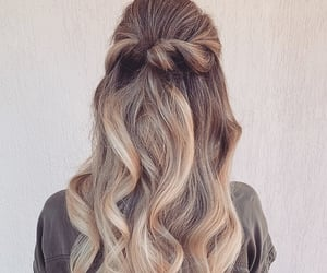blonde, braid, and wavy hair image