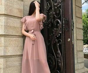 black white colors, man hand hair dress, and كلاسك وردي زهري كيوت image
