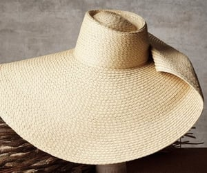 belleza, outfits, and sombrero image