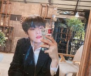 elegant, kpop, and mirror image