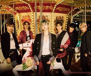 carousel, group photo, and reload image
