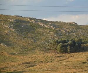 cielo, verde, and montaña image