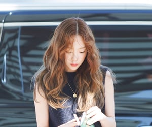 taeyeon and credits to the owners image