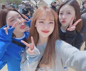 ioi, kim chungha, and chungha image