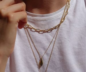 necklace and accessories image