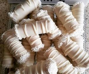 جوز الهند, حلويات, and شوكولا بيضاء image