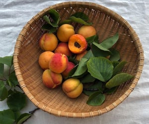 food, FRUiTS, and peach image