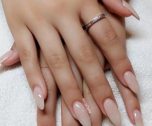 almond nails&rings image