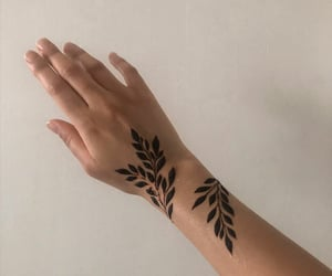 hand, henna, and dinaktb image