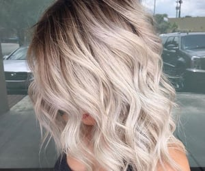 hair, wavy, and ombre image