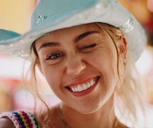 awesome, beautiful, and miley cyrus image